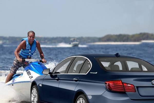 De Ziua Marinei, pe litoral se simulează o bătălie navală între cocalarii cu skijet şi cei intraţi cu BMW-ul în mare