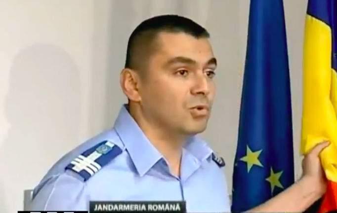 """Reacții de bun simț după conferința de presă a șefului Jandarmeriei: """"Bagă-ți drapelul și icoanele în cur!"""""""
