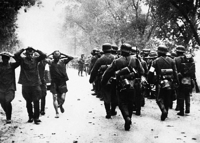 Nu se dezmint! În drum spre Soci, delegaţia Germaniei a luat 45.000 de prizonieri