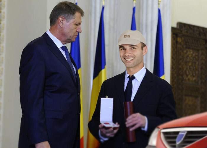 Preşedintele Iohannis a decorat astăzi un bărbat care a stat 14 zile în trafic pe Valea Prahovei