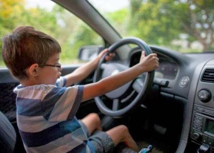 """Vacanţa elevilor de 1-4 a dus la relaxarea traficului: """"E mult mai bine fără ăia mici la volan, conduc ca nebunii"""""""