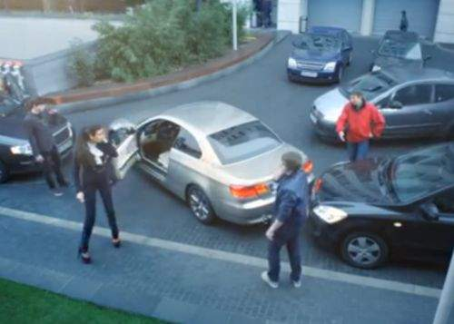 Două femei s-au bătut zece ore pe un loc de parcare, dar nici una n-a reuşit să-şi parcheze maşina
