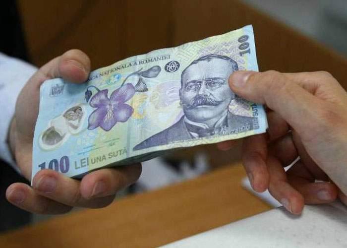 Explicaţie. Banii româneşti sunt plini de bacterii pentru că umblă prin spitale