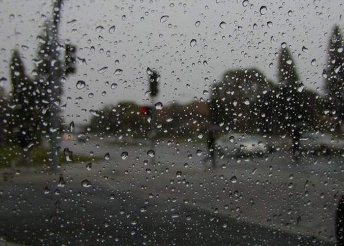 Singurul român care nu şi-a spălat maşina înainte de ploaia de aseară, acuzat că are pile la INMH