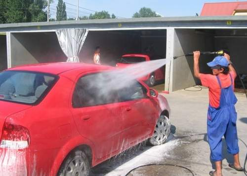 Minune dumnezeiască! La o spălătorie auto din Bucureşti s-a dat bon fiscal!