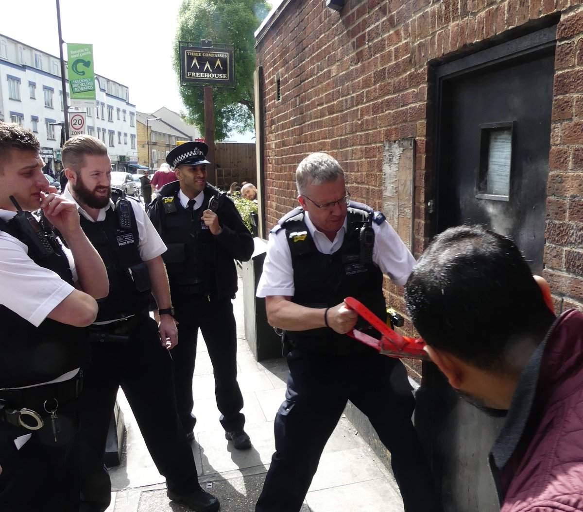 Ambasada României din Londra se mută din actualul sediu, după ce proprietarii s-au întors pe neaşteptate din vacanţă