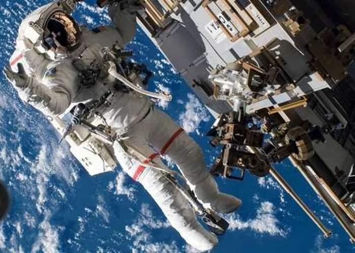 Astronauţii de pe Staţia Spaţială Internaţională se plâng că Dumnezeu sună la uşă şi apoi fuge