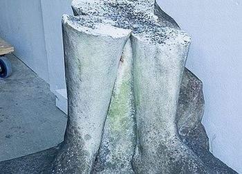 Unei statui din Bacău urmează să i se amputeze un picior