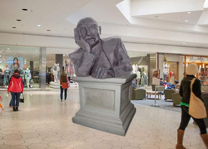 Într-un mall a fost dezvelită statuia bărbatului necunoscut care aşteaptă să iasă femeia din magazin