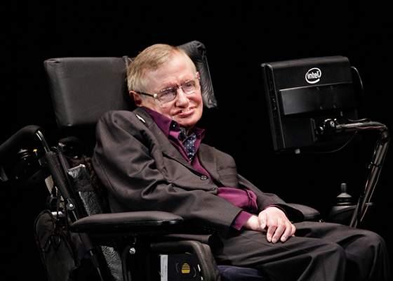 Stephen Hawking e totuşi bărbat! Are un robot care îi aruncă ciorapii prin casă