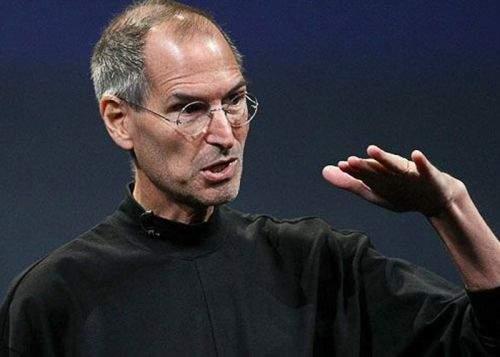 Steve Jobs a fost strâns de gât de celebrul său tricou, spun legiștii!