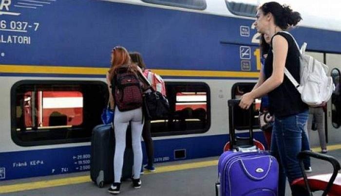 Atenţie la trenurile pirat de la aeroport! Un turist a fost ocolit sute de km, prin Paşcani