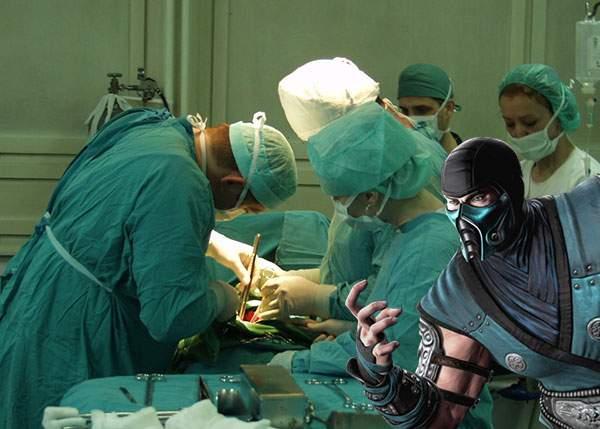Pentru că are mască la fel ca doctorii, Sub Zero a operat într-o clinică privată din România