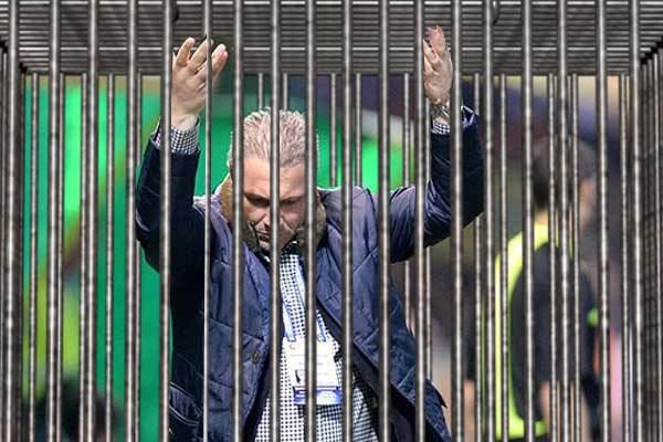 Decizie! Marius Șumudică va putea sta pe bancă la meciuri, dar numai într-o cușcă special amenajată