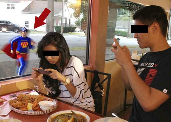 Superb! Un supererou îi vânează pe cei care pun poze cu mâncare pe Facebook şi le scuipă în farfurie