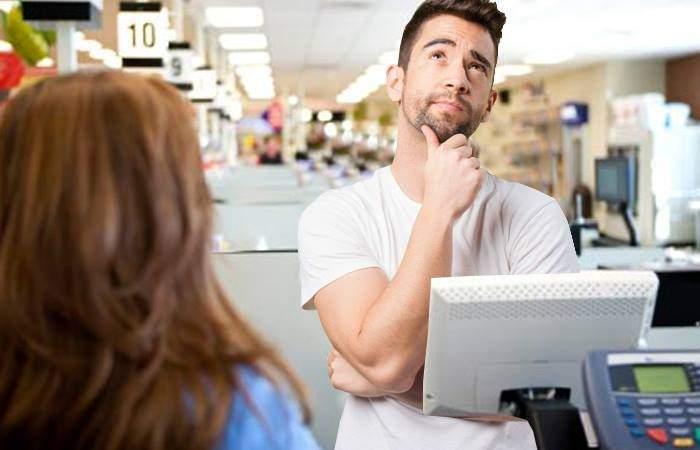 """Paradox logic de secol XXI: dacă un client cumpără doar o pungă, mai trebuie întrebat """"Doriți pungă?"""""""