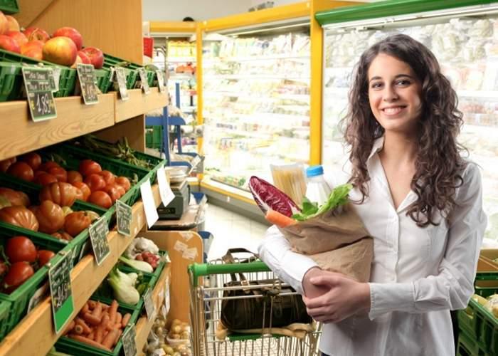 Un supermarket a dat lovitura. Are preţuri duble, dar nu bagă colinde
