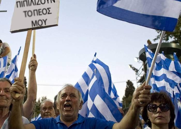 Busculade la ieşirea din ţară. Grecii vor câte 300 de Euro ca să plece acasă