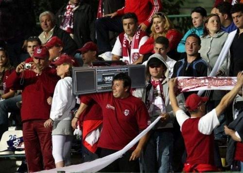 Suporterii CFR Cluj fac playback pe stadion