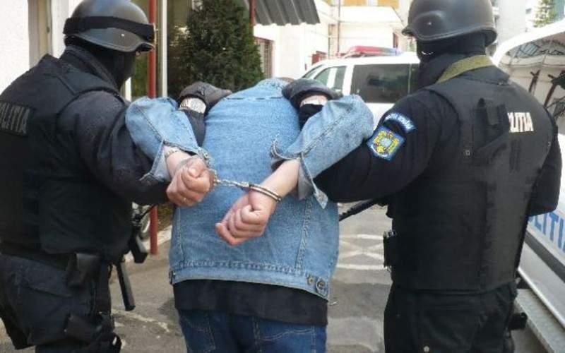 Bravo, Poliţia! Sute de părinţi arestaţi după ce şi-au luat fiica cu maşina de la şcoală