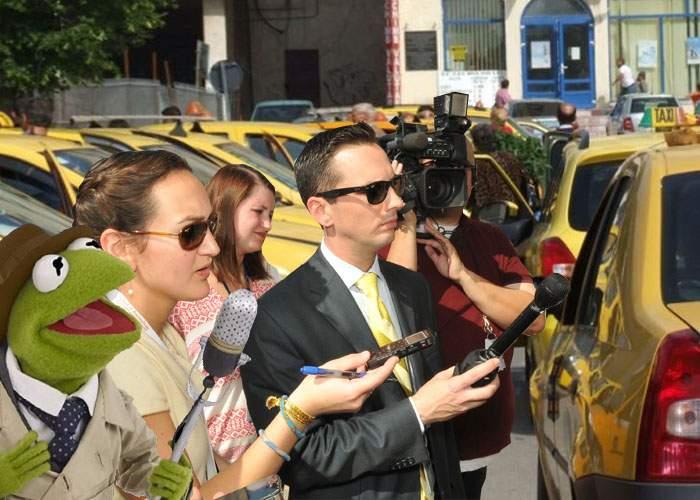 Nu mai găseşti un taxi în Bucureşti! Toţi dau interviuri la CNN despre prăbuşirea bursei de la New York