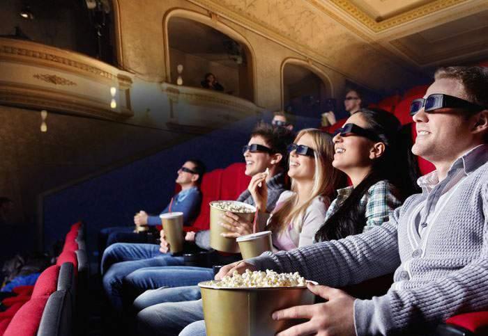 Încercând să cucerească publicul filmelor, un teatru bucureştean oferă spectatorilor ochelari 2D