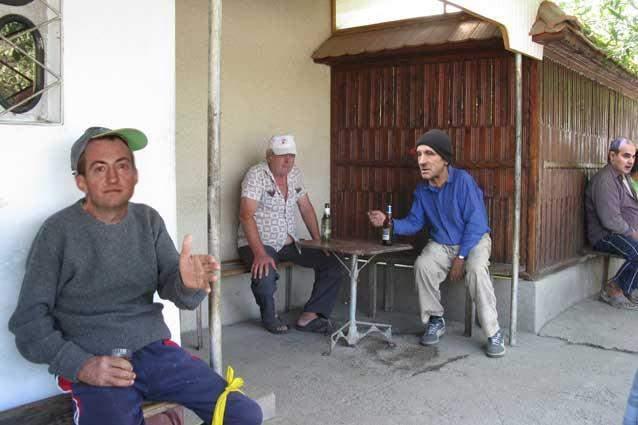 Suntem creduli. Într-un sat din Teleorman localnicii află abia la 40 ani că nu îi aduce barza