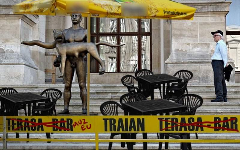 Muzeele se pregătesc pentru vizitatori. Au montat mesele și umbreluțele