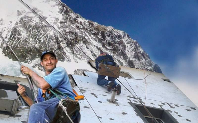 Premieră! O echipă de alpinişti utilitari români a început termoizolarea Everestului