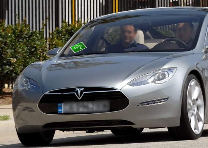 Ingenios! Primul român care și-a luat automobil electric Tesla l-a trecut deja pe GPL