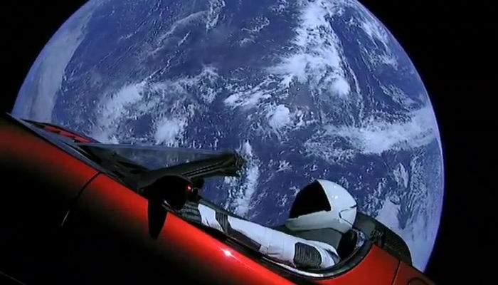 10 lucruri despre maşina lansată de Elon Musk în spaţiu