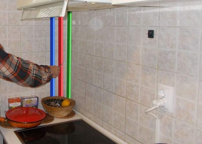 Pensionarii au trei ţevi pe coloană: una de apă rece, una de apă caldă şi una în care doar bat