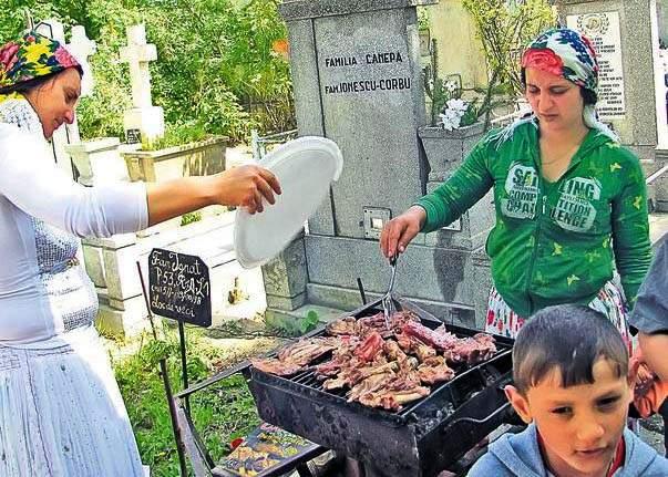 7 lucruri pe care nu le ştiaţi despre ţiganii care fac grătar în cimitir