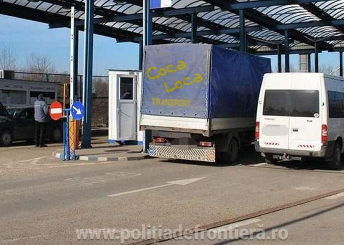 20 de cartuşe de ţigări, găsite într-un TIR care aducea cocaină din Republica Moldova