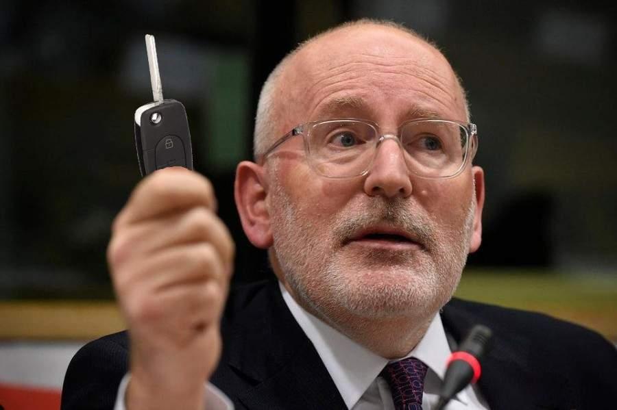 Negocieri dure la UE! Timmermans încearcă să vândă un Golf 4 cu 250.000 km la bord