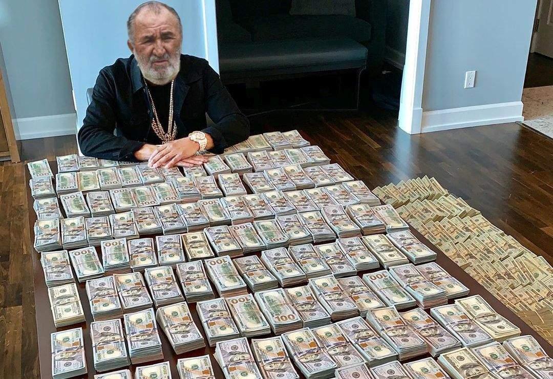 Prietenii lui Țiriac îi cer pantaloni împrumut, că poate găsesc bani în buzunare