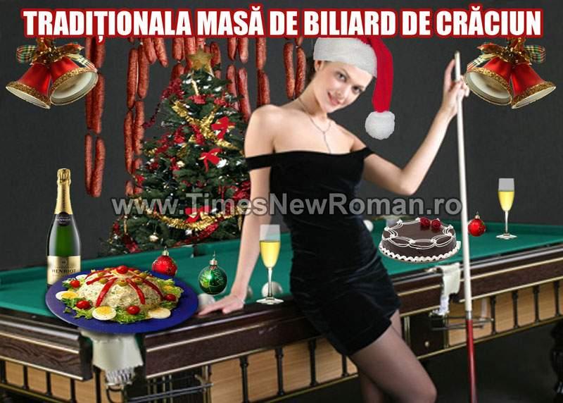 Bile multicolore la tradiţionala masă de biliard de Crăciun