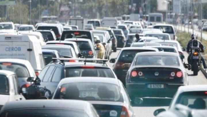 Protest fără precedent. 50.000 de şoferi merg în coloană de la Universitate spre Guvern!
