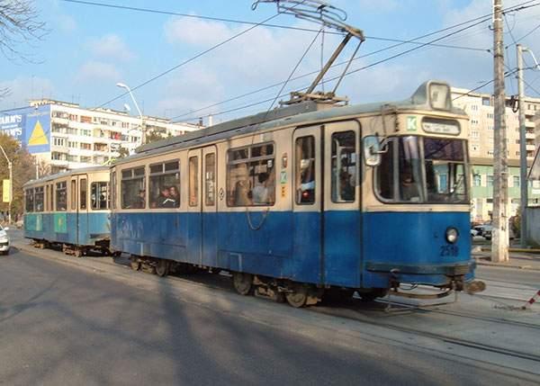 Inconştient! Un vatman a greşit macazul şi, în loc să ducă tramvaiul la fier vechi, l-a dus la Victoriei