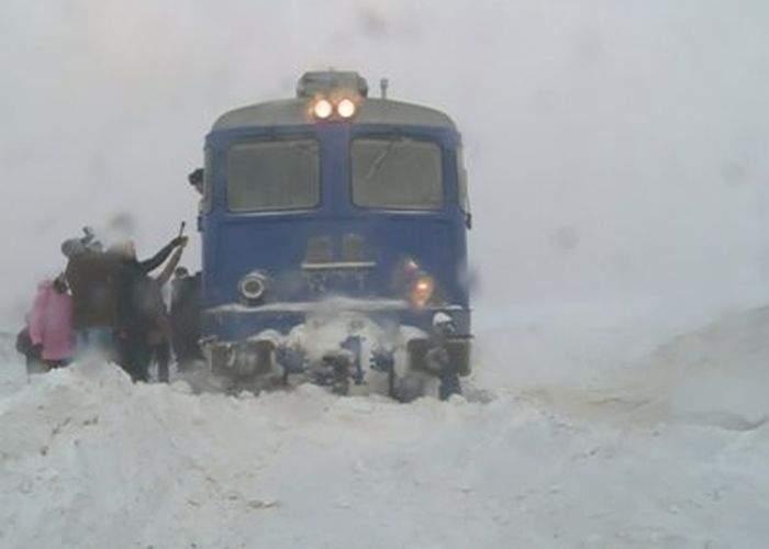 """Un navetist şi-a mutat domiciliul pe personalul 15195: """"Petrec mai mult timp în tren decât acasă"""""""