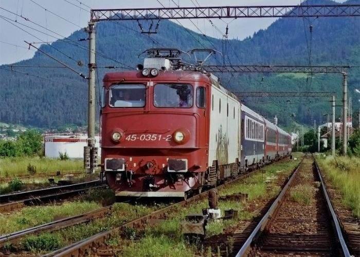 Era şi timpul! CFR înlocuieşte Mersul Trenurilor cu o variantă mai realistă: Staţionarea Trenurilor