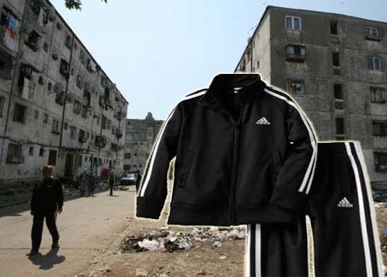 Ne pierdem tradiţia şi costumul popular! în unele zone Treningul cu două dungi albe aproape a dispărut