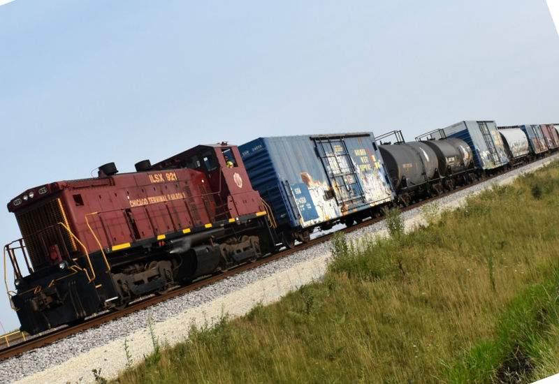 CFR va construi 400 de km de șine în pantă, poate așa merg trenurile mai repede
