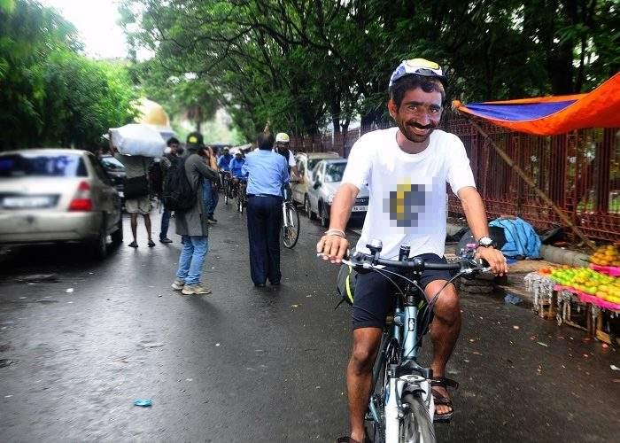 Începe triathlonul țigănesc. Furi o bicicletă, înoți în Dâmbovița, fugi de poliție pe Magheru!