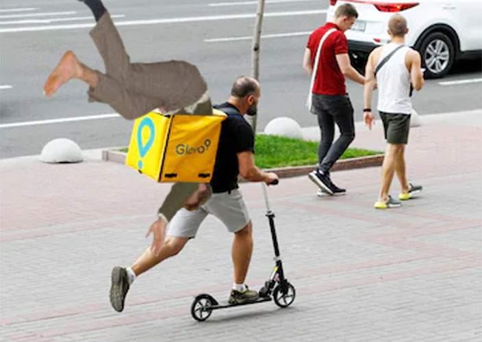 Fuziune Uber-Lime-Glovo! Acum mergem beţi acasă în ghiozdanul unui hipster pe trotinetă