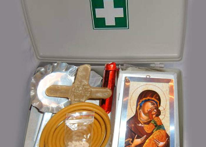 Primăria Capitalei a împărţit kit-uri anti-cutremur care conţin lumânare, arpacaş şi miez de nucă