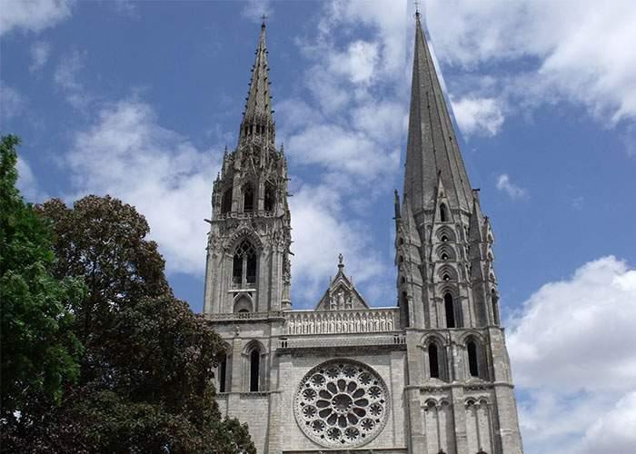 4000 de arhitecţi din Strehaia la concursul pentru refacerea turnuleţului de la Notre Dame