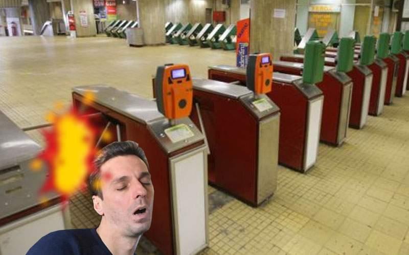 Mircea Badea nu mai merge cu metroul de când a fost făcut knock-out de un turnichet