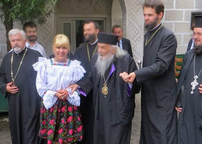 Elena Udrea, exmatriculată de la Teologie pentru că era înscrisă de doi ani şi încă nu îşi lăsase barbă