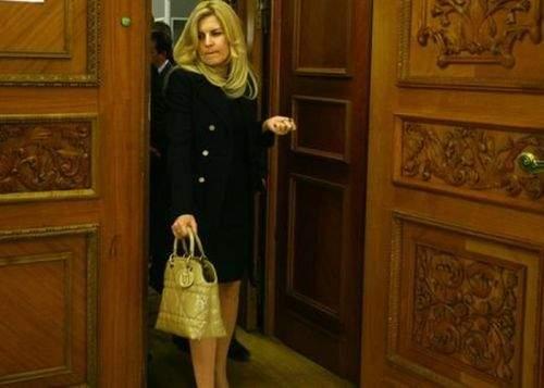 """Elena Udrea: """"Piaţa Universităţii ar trebui să se numească Louis Vuitton, după revoluţionarul francez"""""""